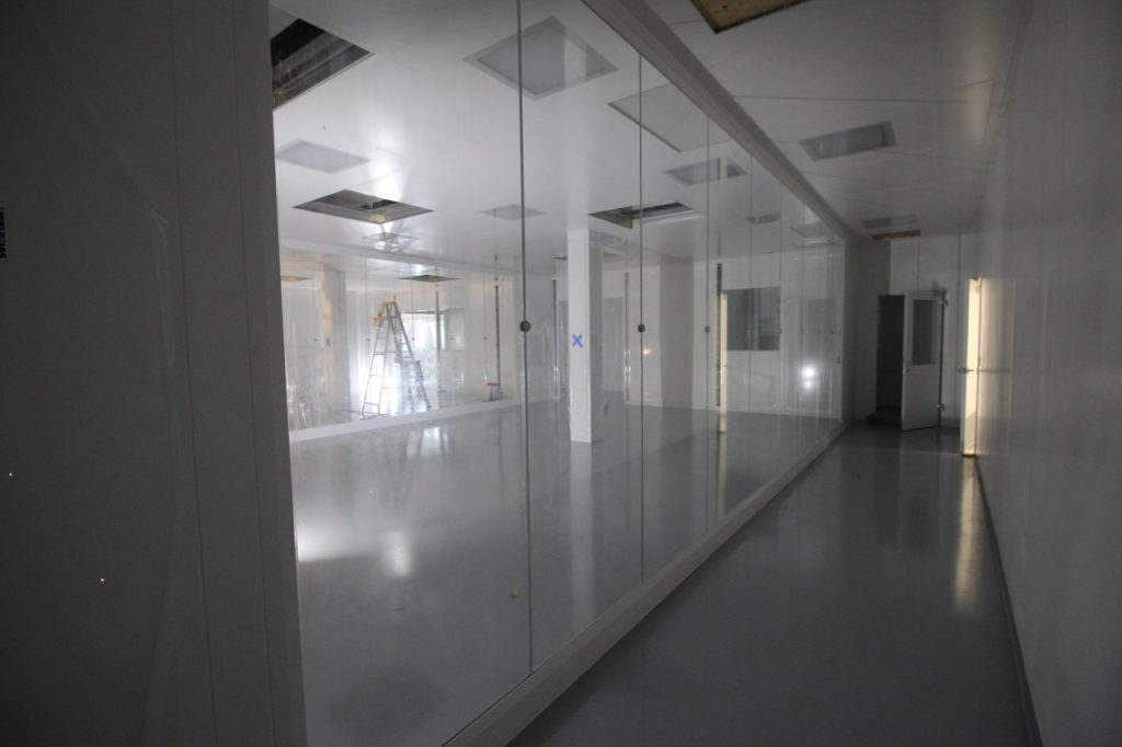 bausch-adv-tech-cleanroom_040