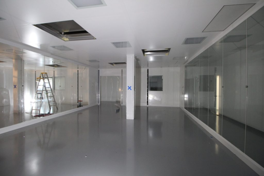 bausch-adv-tech-cleanroom_043